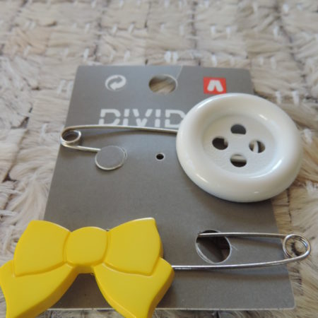 Button And Bow PIns NEW