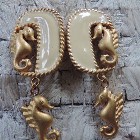 """Clip Seahorse Earrings With Seahorse Dangling """"80's"""" Vintage"""