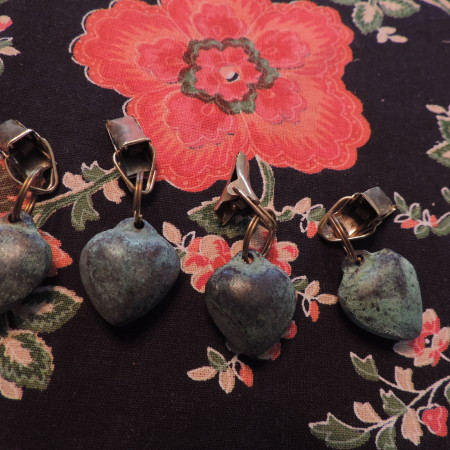 Table Cloth Holder – 4 Holders That Look Like Rocks NEW