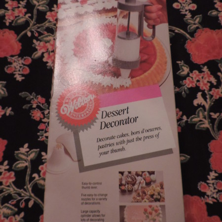 Wilton Dessert Decorator NEW