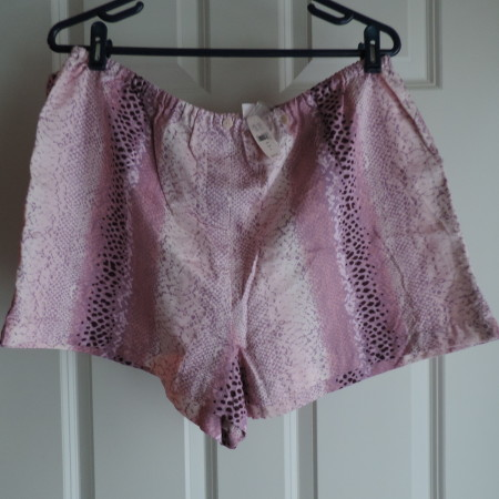 Victoria's Secret Pink Shorts> Size L NWT