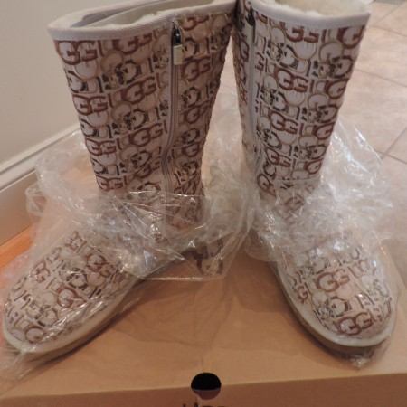 Ugg Wilshire Logo Boots Size 9 NEW