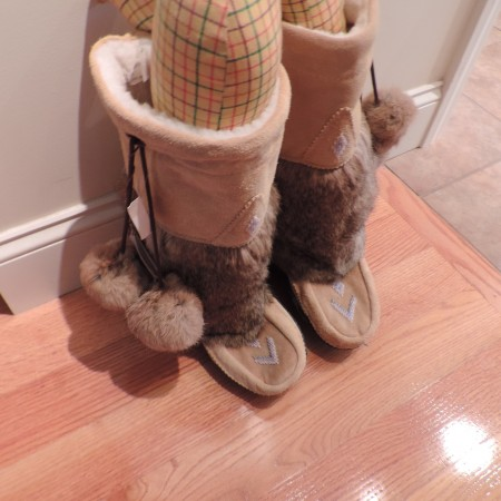 Mukluk Beige Suede, Rabbit Fur, Shearling Lined Boots Size 9 NEW