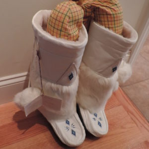 Mukluk White Leather, Rabbit Fur, Shearling Lined Boots Size 9 NEW