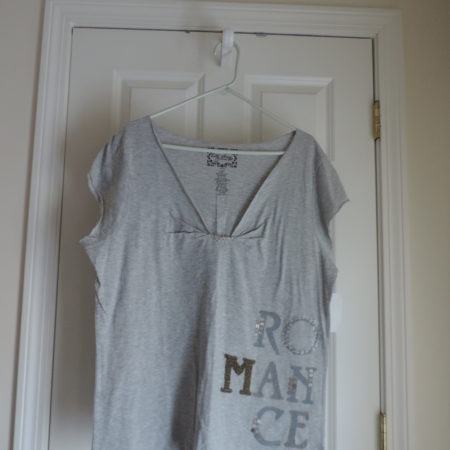 """Gray T-shirt Says The Words """"Romance"""" In Buttons & Beads Size XXL NEW"""