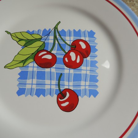 Crate & Barrel Fruity Plates Set Of 4 — White With Fruit On Them