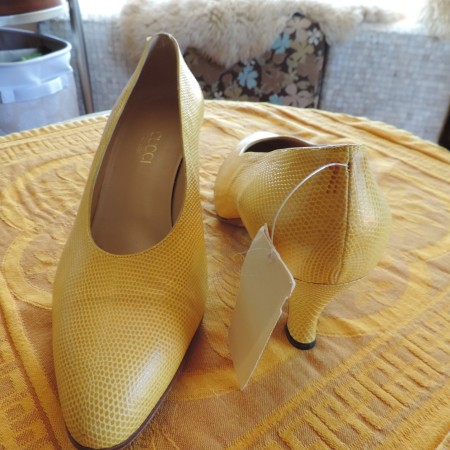 Gucci Vintage Yellow Leather Pumps NWR Size 9 1/2